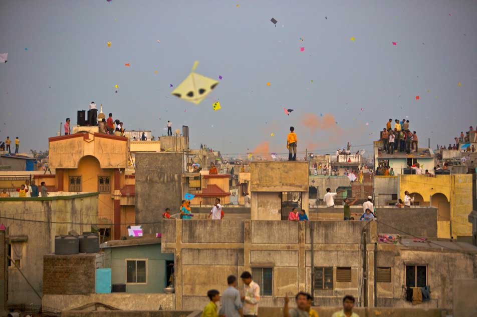 Kite flying is very dangerous in Metro Rail Route: JAIPUR METRO